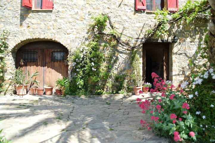COUNTRY STONE HOUSE WITH SWIMMING POOL - Maià de Montcal - Casa