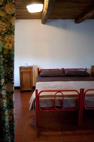 una stanza matrimoniale (si può aggiungere un letto)