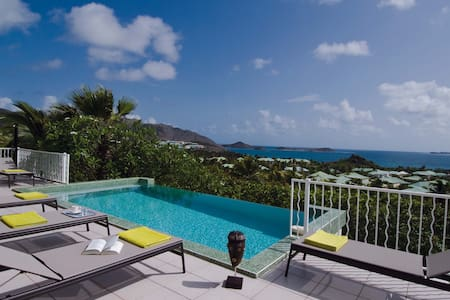 stunning, 3 bedroom villa with a spectacular location - Orient Bay