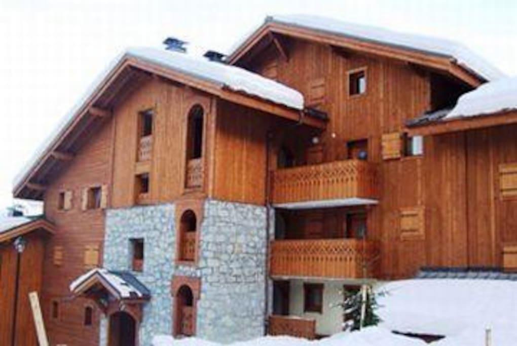 Entrée de la résidence, l'appartement se trouve au premier niveau.