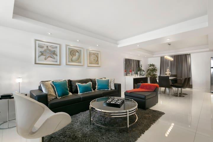 Apartamento lindo, remodelado com garagem em Miami