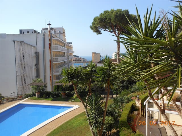 Small flat with swimming pool in Lloret de mar