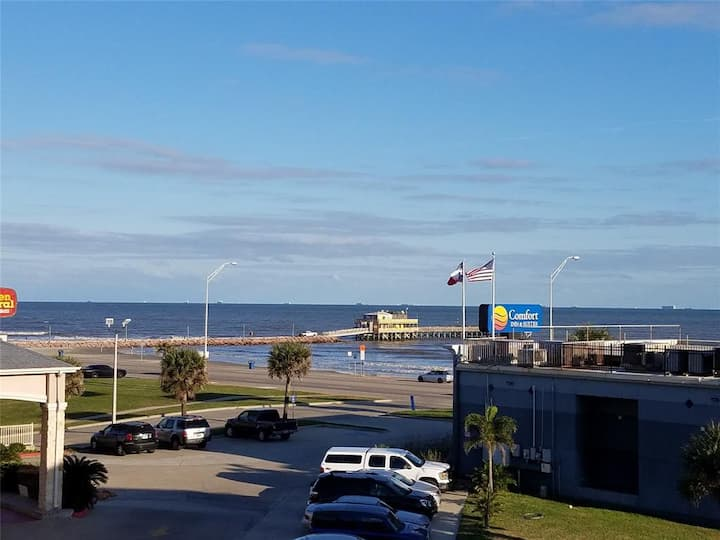 Recently Remodeled 3rd Floor Galveston Beach Views