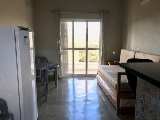 Visão da sala da cozinha (Geladeira com Refrigerador - Consul)