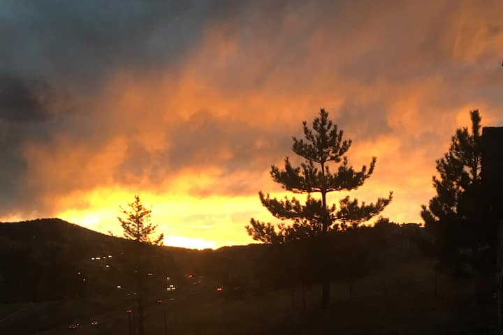Family friendly Lookout Mountain Apt by Red Rocks