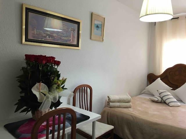 Romantic cozy room near the sea !!
