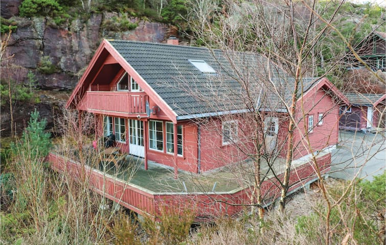 Holiday cottage with 5 bedrooms on 120m² in Lindesnes