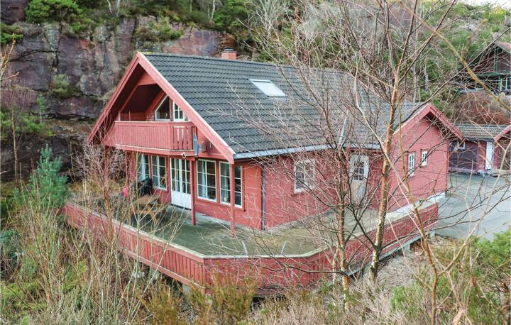 Awesome home in Lindesnes with Sauna, WiFi and 5 Bedrooms
