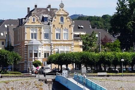 Stilvolles Wohnen in Villa am Rhein