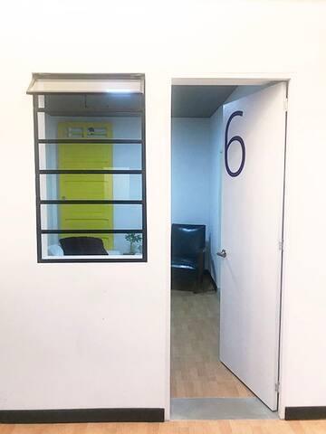 Habitación privada #6, Hostal 51D, Medellín.