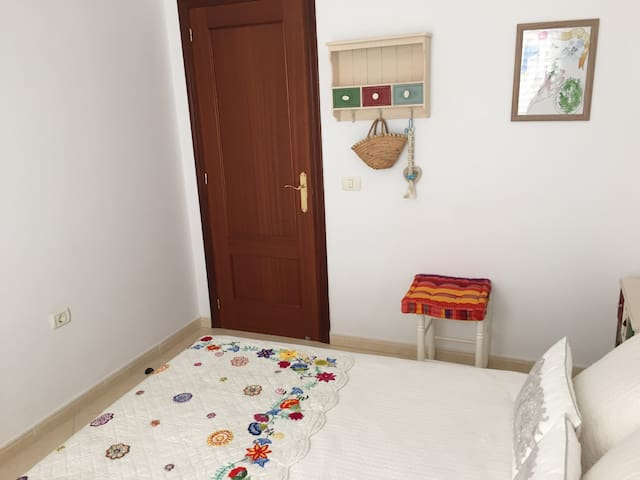 SUNNY, SEASIDE AND VERY QUIET APARTAMENT - Candelaria - Talo