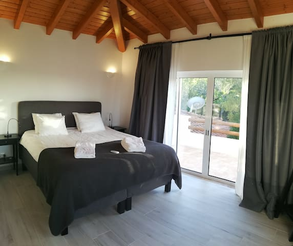 Bedroom with Terrace, amazing bed, very comfy