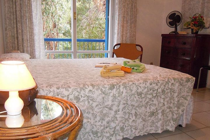 Camera matrimoniale con balcone Double bedroom with balcony