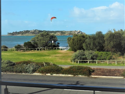 Beachfront Victor Harbor - B our Guest