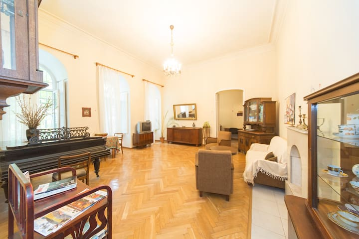 Enjoy Living in center on Rustaveli - Tbilisi - Dům