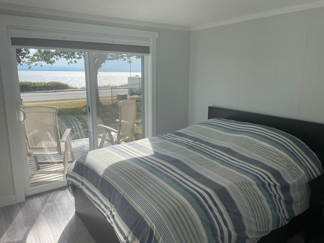 Master bedroom with ocean view (and queen bed)