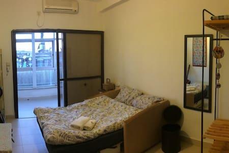 Bright room with balcony in a great neighborhood - Jerusalem - Flat