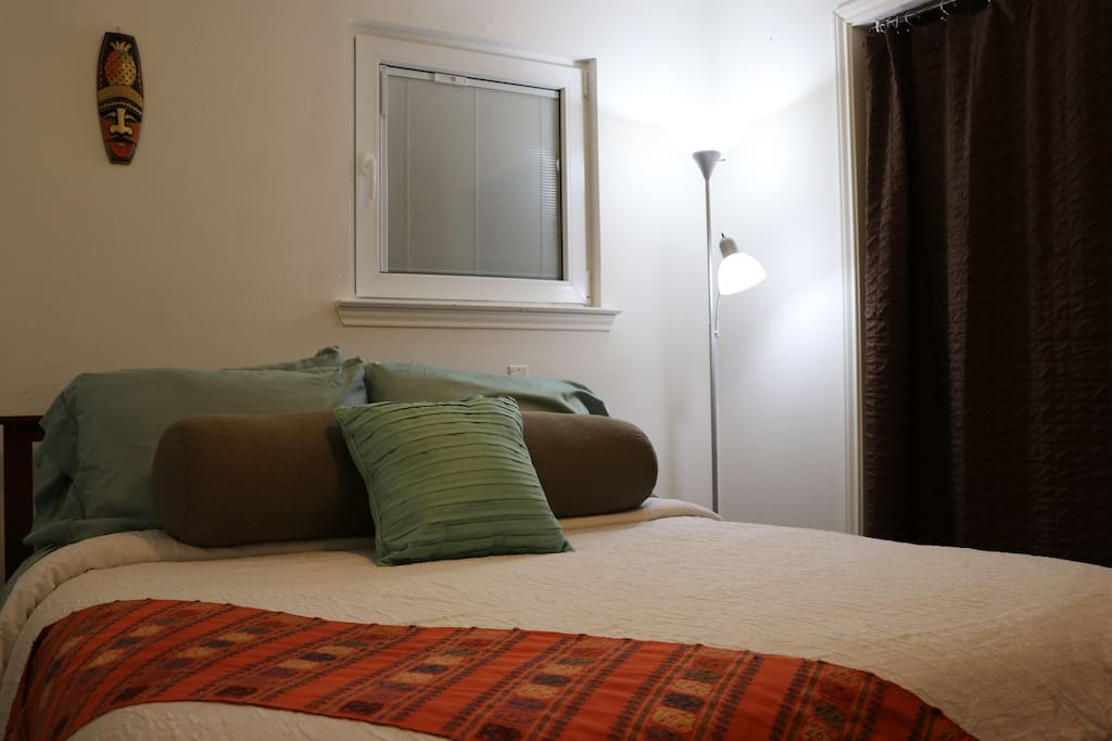 Queen- size bed with breathable natural linens and various pillow options