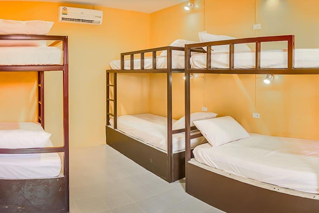 6 Betten Zimmer