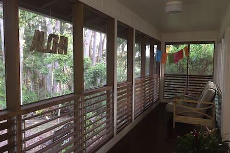 Cozy house on lake with jungle feel - Wahiawa
