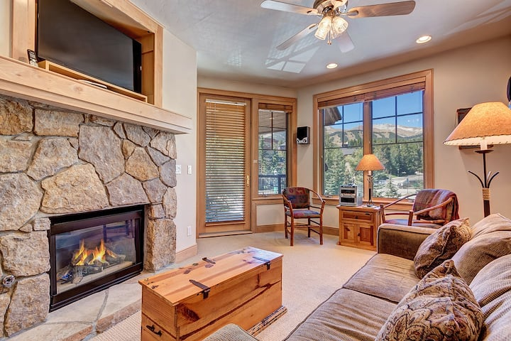 Next to Main St and Breck Ski Lifts, Mountain Views, Heated Garage! - Park Avenue Lofts 203