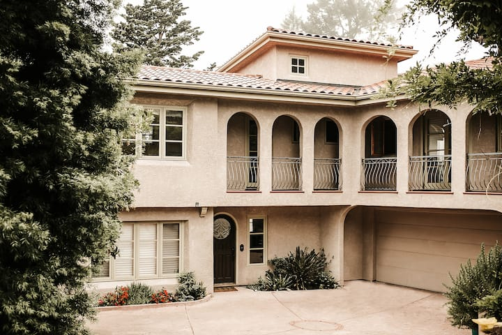 Comfortable, spacious suite in Oakland Hills