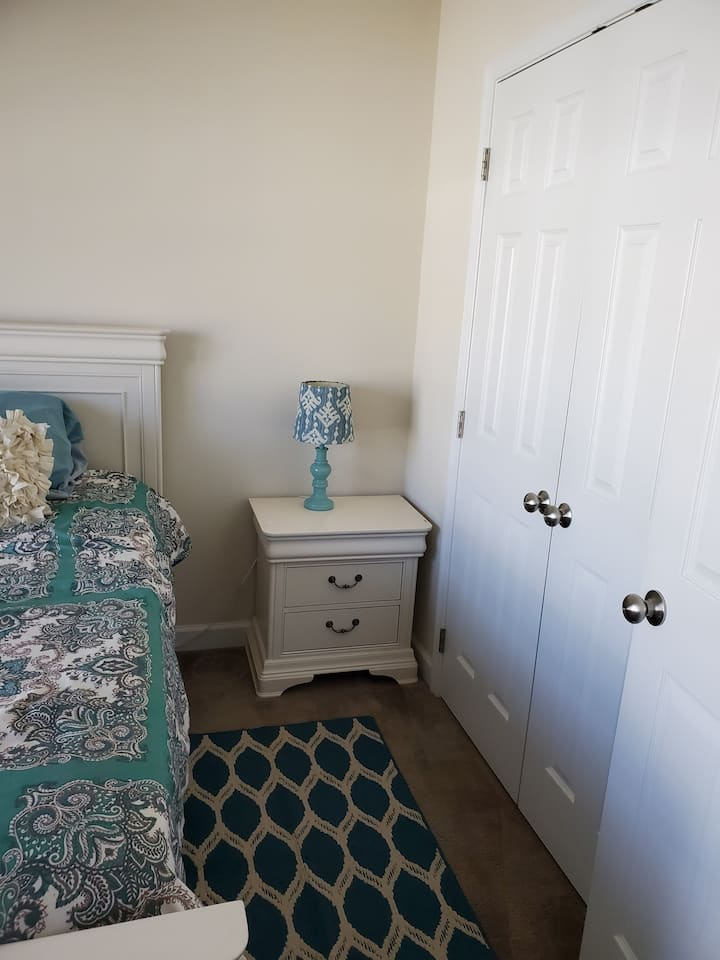 Room for Rent w/Private Bathroom - Furnished
