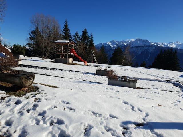 Appart rénové avec vue incroyable sur les Alpes!!!