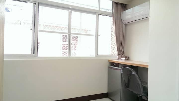 東寧陽光套房  鄰近成功大學  有專用洗衣機專屬晾衣窗台  適合長期住宿