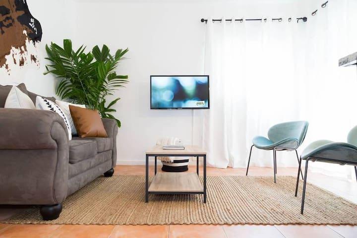 Modern Apartment w/ Pool