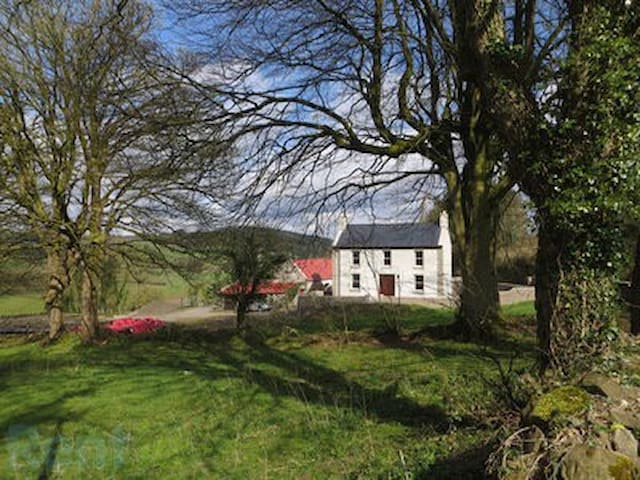 Lovely old farm house in a quite rural area - Scarriff