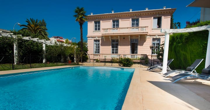 Divine Villa with a large pool in Nice