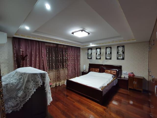双人大床房