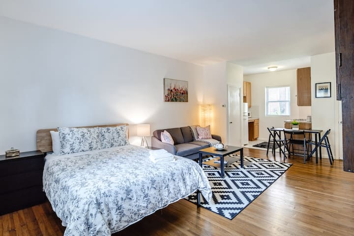 GEM LOCATION+COZY studio 1bd, bath&kitchen!