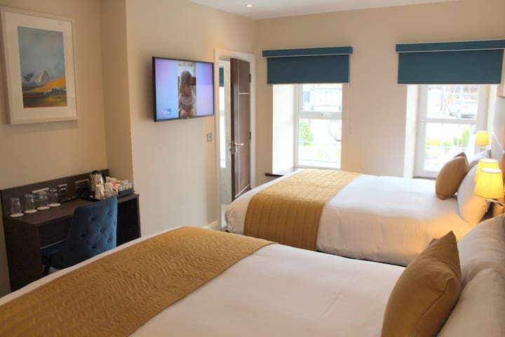 All rooms equipped with: *FREE WIFI *En-suites *Large Smart TV's *Tea/Coffee making facilities *Desk Seated Area *Hairdryer & Mod cons *Air Con/Heating