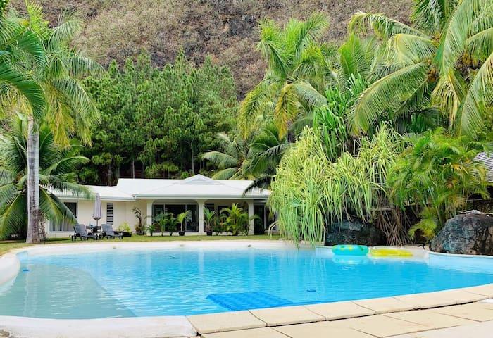 Villa Royal Palms and Studio, Tiahura, Pool, AC