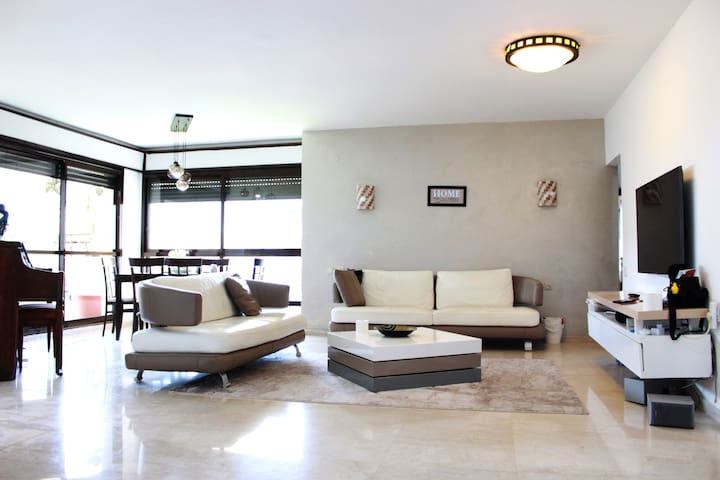 *TLV Luxury 5BD Sea view Apartment,close to beach*