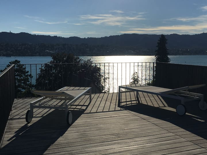 Exclusive apartment for 2 above the Zurichsee