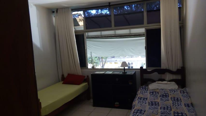 Férias-Grande Quarto P/ 3 Pessoas-Centro Brasília