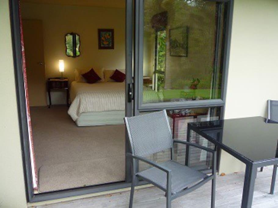 Main bedroom. Queen size bed. Tea/coffee, TV& fridge facilities.