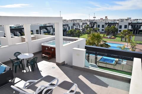 Oasis Beach IV no 142 south pool jacuzzi, La Zenia