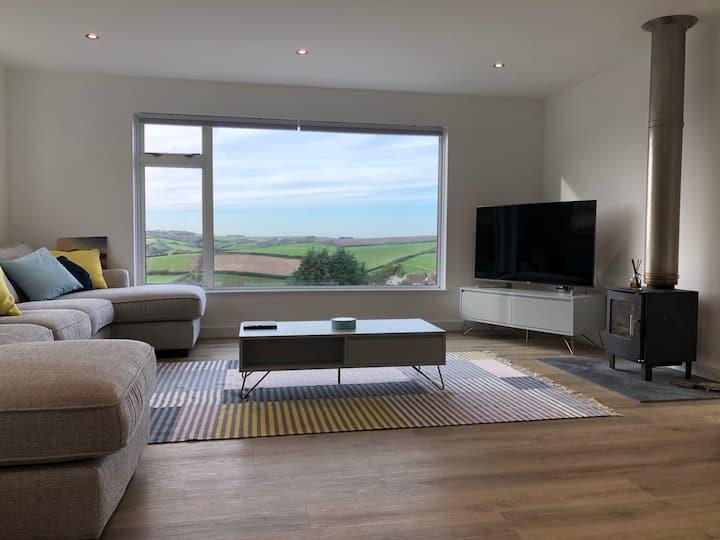 Light and spacious Salcombe house, beautiful views