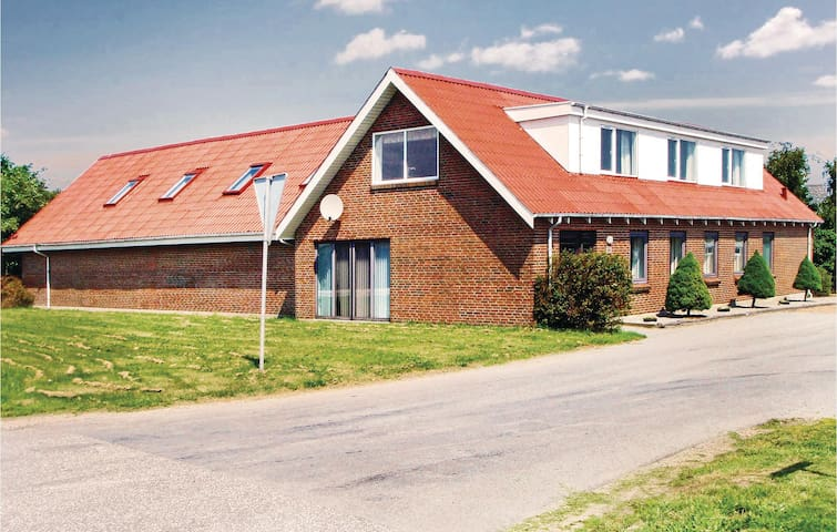Holiday cottage with 6 bedrooms on 550m² in Thyholm
