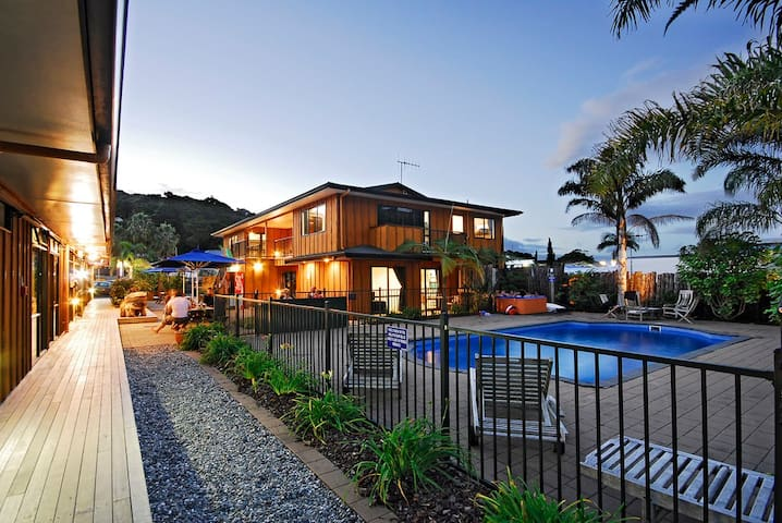 Private Apartment Paihia - sleeps 8