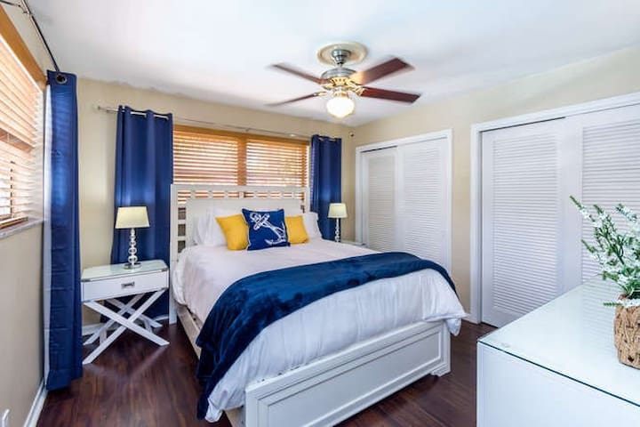 The Sailor Bedroom has a view of the pool, a very comfortable Queen Bed and a 43 inches TV.