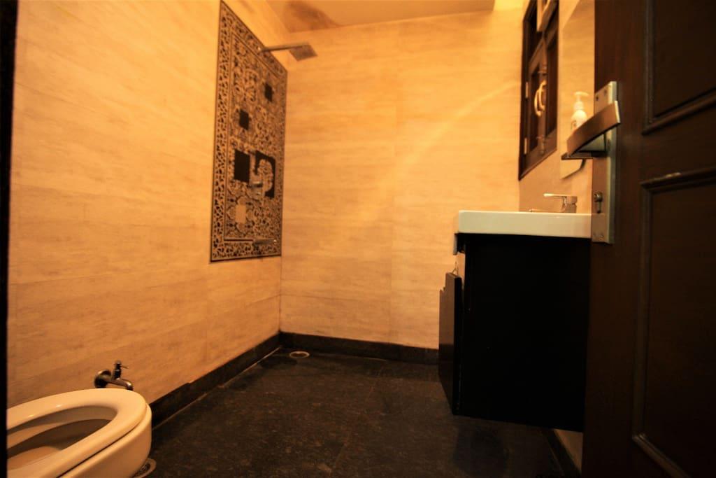 private wash room
