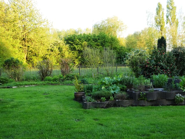 PART OF THE GARDEN AND SURROUNDING OF 26.000 m2!