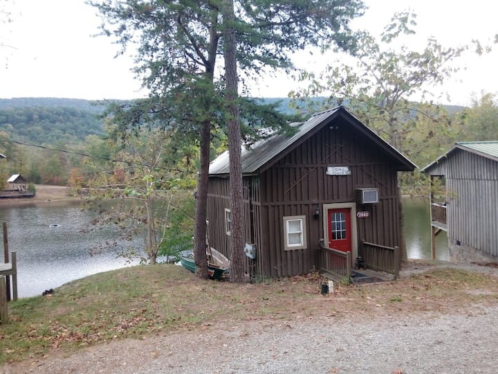 Potts' Place - Lakeside Cabin (Nature!)