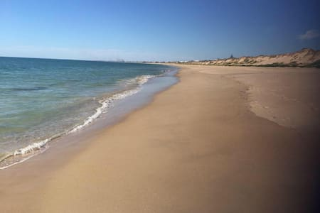 Beachside House - Sleeps 12 - Pets - Silver Sands