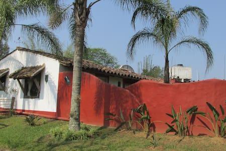 Casa de campo jardines, lago, bosque bambu, calma - Maison